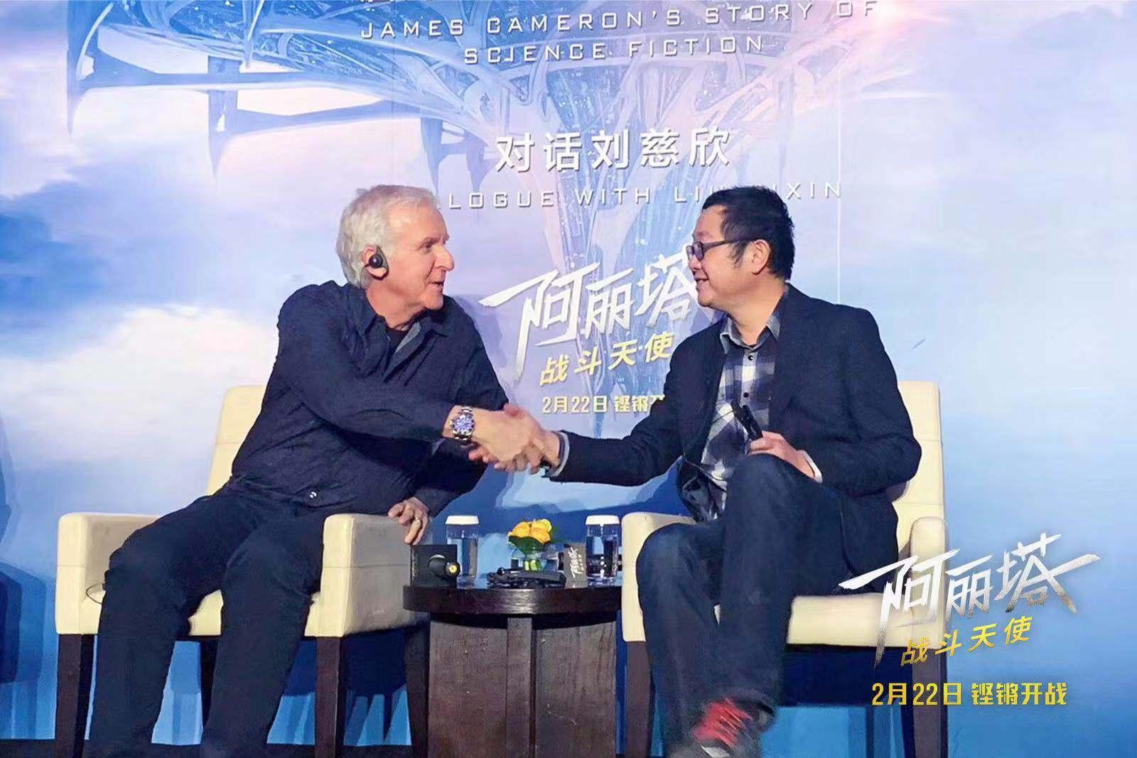 卡梅隆(左)對話劉慈欣(右)